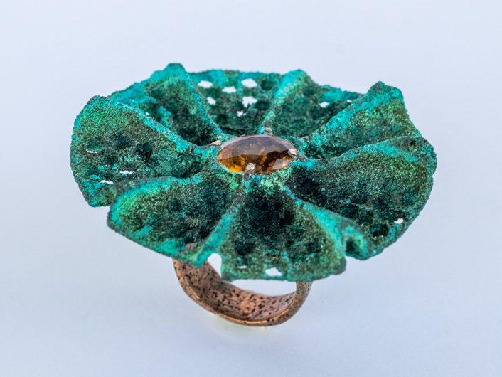 anillo bronce piedra engastada